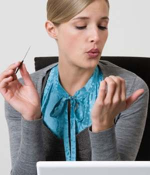 What Are the Symptoms of a Nail Fungus and How Can I Tell If I Have a Nail Fungus Infection?